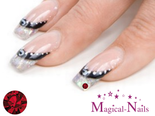 Siam_Strasssteine_Anja_Beck_Magical-Nails